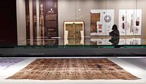 عرض أقمشة حريرية تعود إلى 1000 عام بشرقي الصين