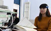 طلاب صينيون يخترعون نظاما لتصفح الكتاب عبر موجات الدماغ