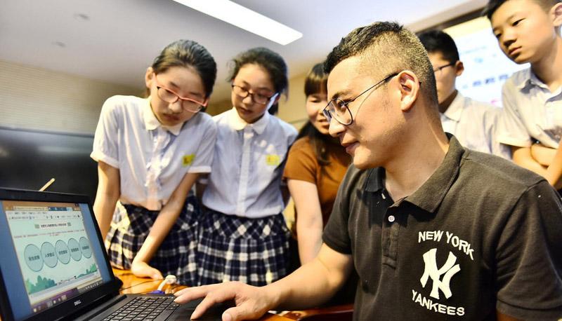 عدد مستخدمي المنصّات التعليمية على الإنترنت تجاوز 200 مليون شخص